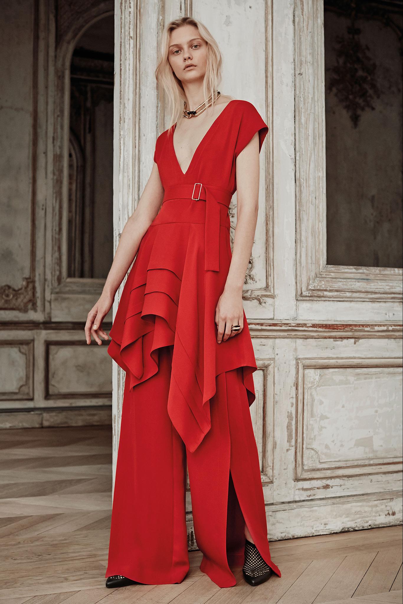 Hľadáte tipy na plesové šaty 2015 pre novú spoločenskú sezónu  Večerné šaty  sa zmenili a inšpiráciu rozhodne potrebujete. Poďte ju nájsť u Parížanok. 63373a402c