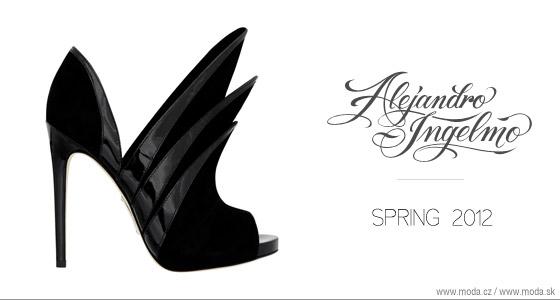 dca03c9781f6 Alejandro Ingelmo posadil jarné topánky na vysoké ihly alebo na klinový  podpätok!
