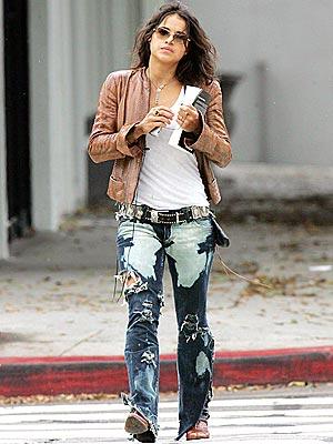 Roztrhané džínsy vo western štýle