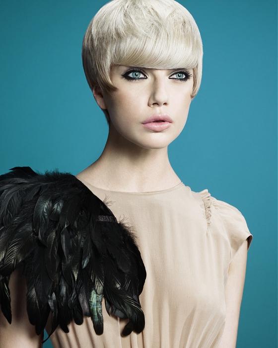 Pixie strih na blond vlasoch