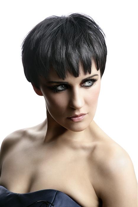 Sexy žena s čiernymi vlasmi