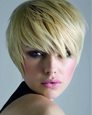 Krátke blond vlasy