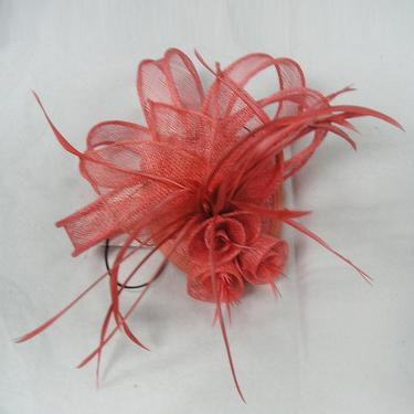 efb3f2105 Doplnky do vlasov sú skrátka veľmi rafinované. Zložené z najrozličnejších  materiálov ako látka, kože, flitre, perličky alebo kamienky a množstva  ďalších, ...