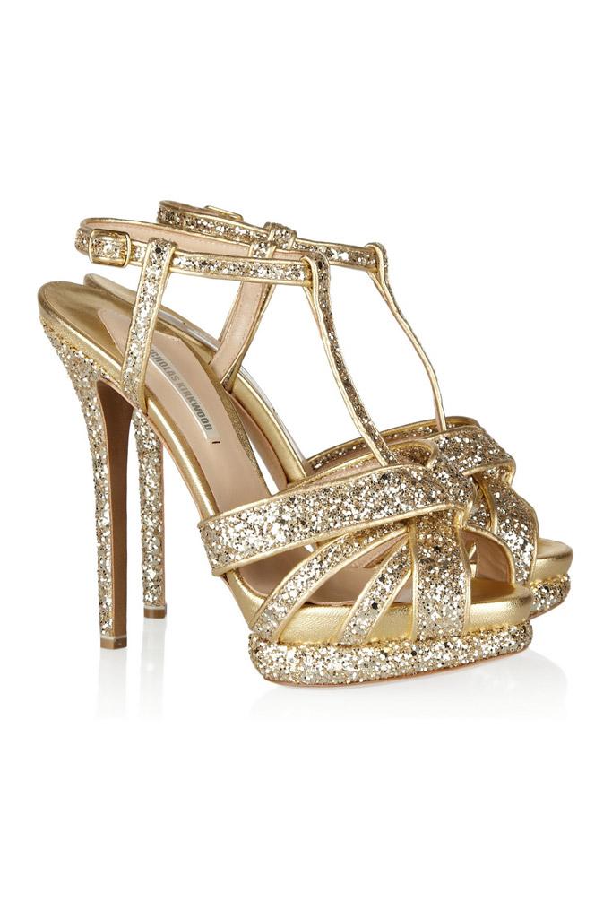 bd9c23aa0 Trendom jesene sú zlaté a strieborné topánky – majú žiariť ako slnečný či  mesačný svit!   Moda.sk