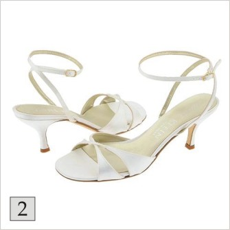 """Medzi """"Top 7"""" z jej obuvníckej dielne patria predovšetkým klasické čierne  lodičky z imitácie krokodílej kože – """"Mae"""" 44b9e54fe6"""
