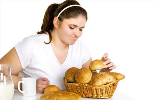 Žena s košíkom pečiva