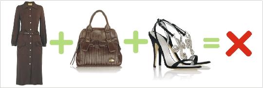 Nesprávna kombinácia hnedých šiat, kabelky a čiernych sandál