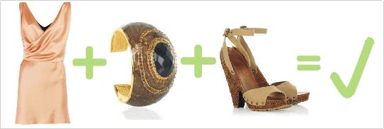 Správna kombinácia broskyňových šiat, hnedého náramku a topánok