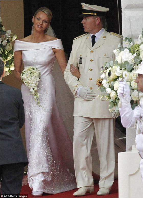 0936ab9c18ec Krásna princezná Charlene oslnila v luxusnej rbe od Giorgio Armani Princ  Albert II bol tradične oblečený