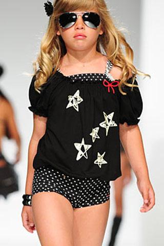 Čierne dievčenské tričko s bielymi hviezdičkami