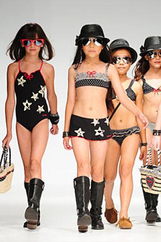 Čierne  dievčenské jedno a dvojdielne plavky s hviezdičkami