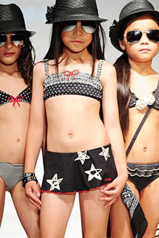 Čierne dvojdielne dievčenské plavky so sukničkou