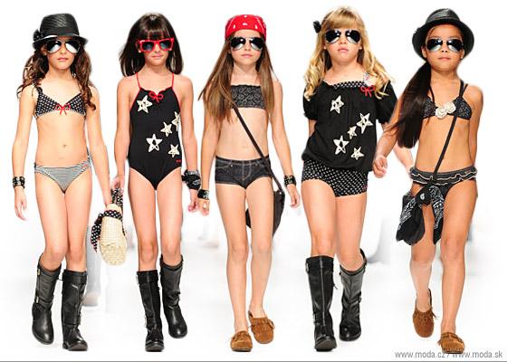 Dievčenská kolekcia plaviek značky DC Kids pre jar a leto 2011