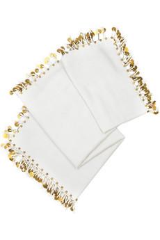 Biela šatka so zlatými strapcami na obvode