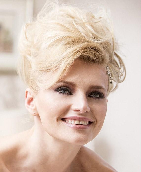 Vyčesaný svadobný účes pre blondínku s vlnami Anne Veck Hair Desire Bridal Collection 2014
