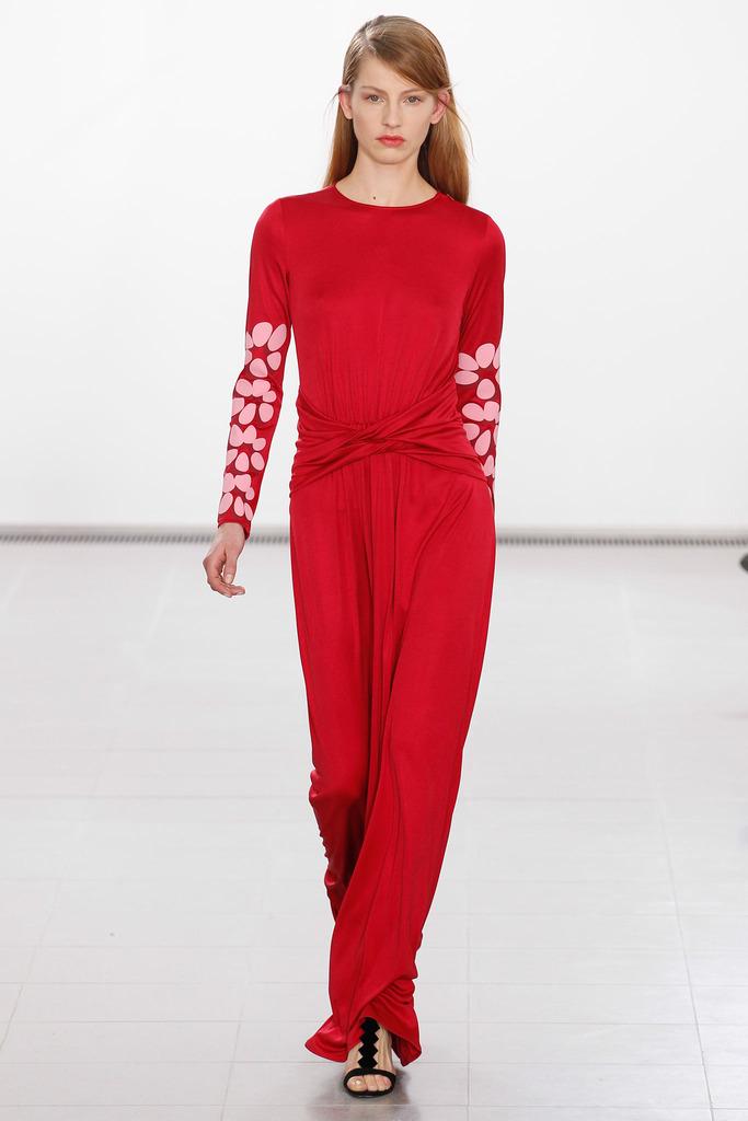 3426f7fd9849 Červené šaty so spadnutými ramenami Chi Chi London Jade