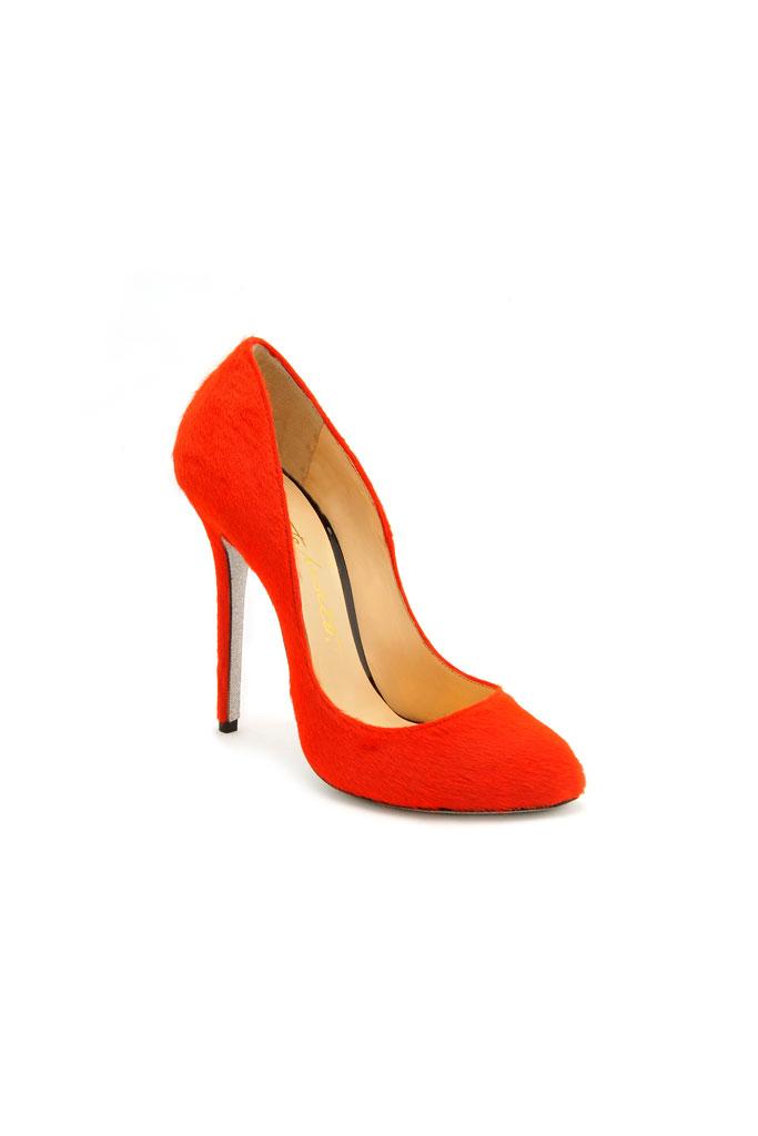 744ed6400 nájdeme Karla Lagerfelda, nezaváhala a trend chlpatých topánok je hlavným  znakom celej kolekcie
