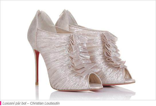 9b34161c0dc4 Členkové lodičky od Christiana Louboutina sú z lurexovej tkaniny  vytvárajúcej žíhaný efekt. Podpätky obuvi sú semišové. Priamo nad nimi sa  vzadu na ...