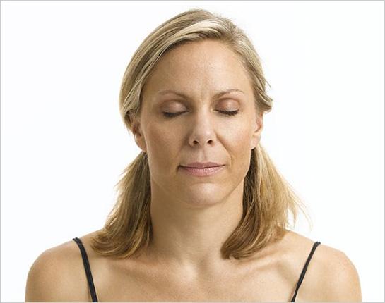 Ženská tvár so zatvorenými očami