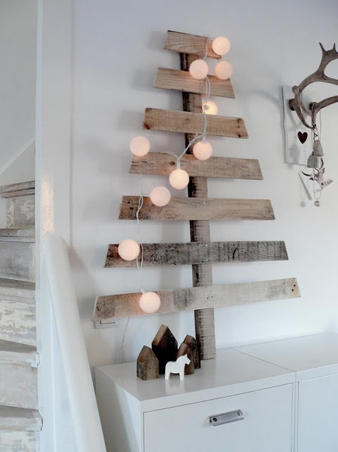 Vianočný stromček z drevených latiek