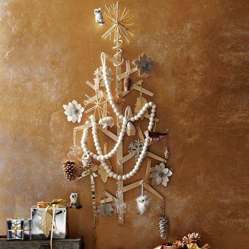 Malý vianočných stromček nalepený na stene