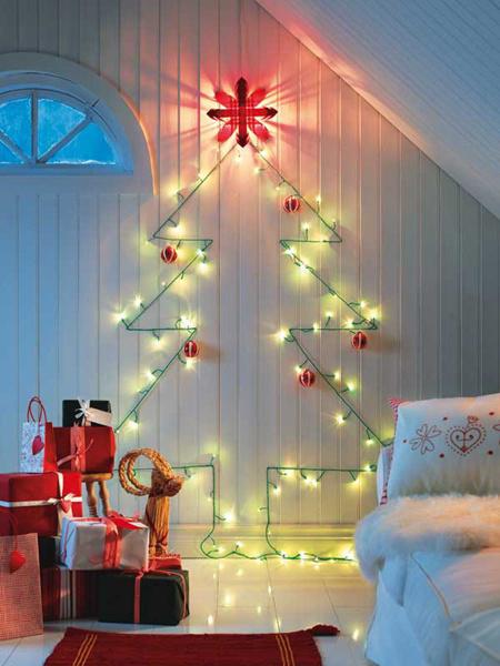 Vianočný stromček vyrobený z vianočného osvetlenia