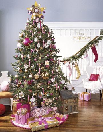 Fialovo biely vianočný stromček