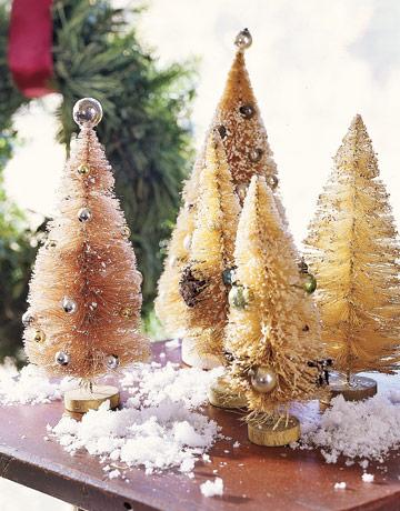 Malé zlaté vianočné stromčeky