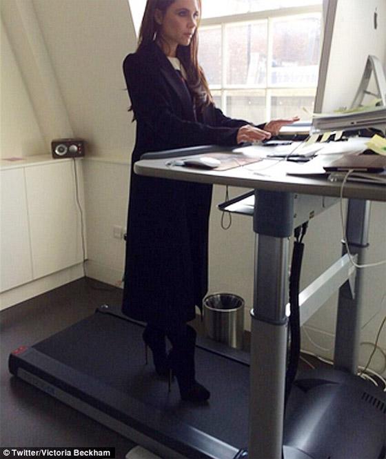 Victoria Beckham pracuje na Treadmill desk na podpätkoch