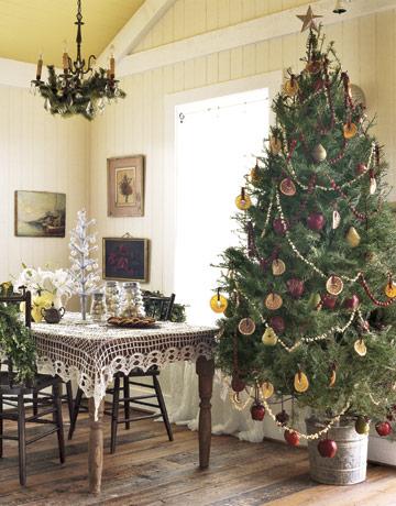 Vianočný stromček ozdobený sušeným ovocím