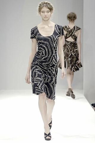 Čierne vzorované šaty Allegra Hicks