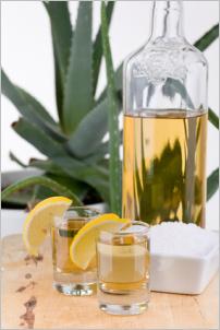 Tequila naliata v pohárikoch