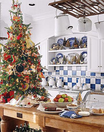 Bohato ozdobený vianočný stromček