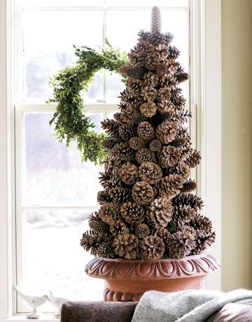 Vianočný stromček zo šišiek