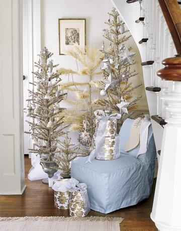 Bielo strieborný vianočný stromček