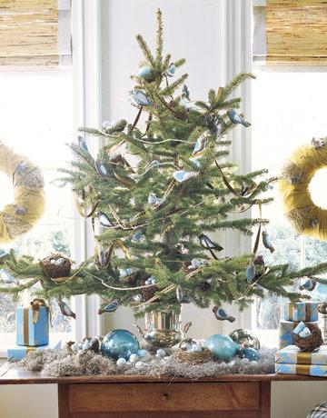 Vianočný stromček s modrými ozdobami