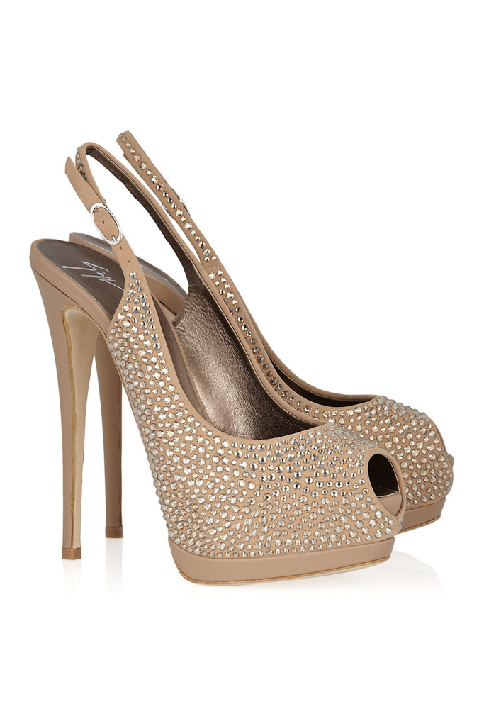 Zlaté sandále na vysokom opätku