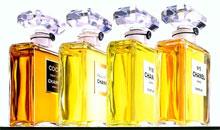 Legendárnym sa stal jej parfém Chanel No. 5 z roku 1921 s kubickým  flakónom 1d0b2cc969a