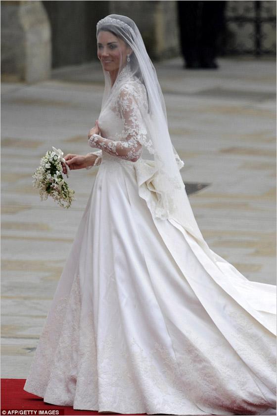 Kate Middleton v svadobných šatách značky Alexander McQueen a návrhárky Sarah Burton