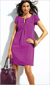 Žena vo fialových šatách