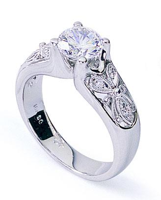 Diamantový prsteň s motýlím ornamentom