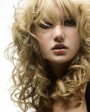 Trendy jarné účesy pre dlhé vlasy  1cb3072bfef