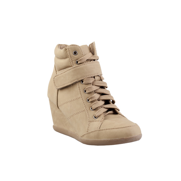 1d27007cbf Farby a hravosť sú charakteristické pre jarné topánky CCC – poďte si vybrať  svojho favorita!