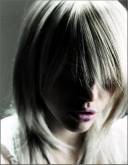 Blondína s jemným melírom