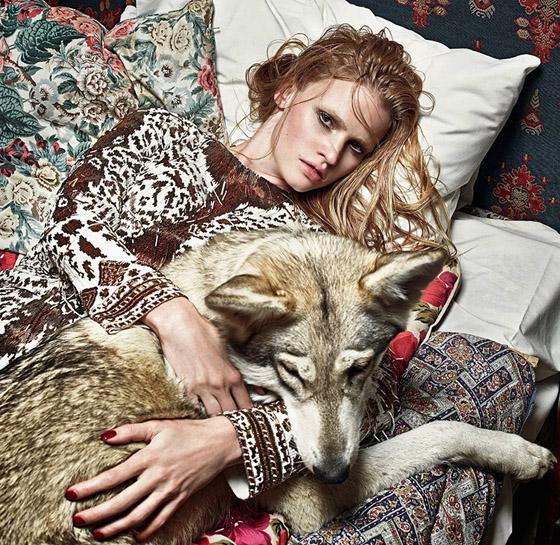 Lara Stone pre septembrové vydanie britského Vogue Fotografia Mario Sorrenti