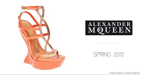 Topánky z kolekcie Alexander McQueen pre tohtoročnú jar a leto 2012 hravo  doplnia pestro vzorované módne outfity a oranžové modely dokombinujete aj s  ... 55d8cb5d8f