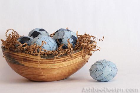 Džínsové vajíčka v drevenom košíku