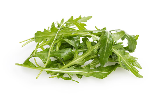 Zelená rukola je jemne pikantá a osvieži aj ovocné šaláty
