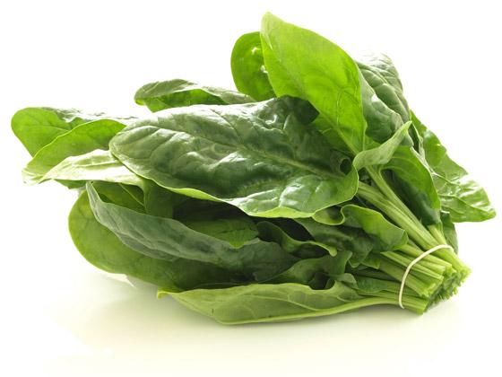Zväžok špenátových listov je plný prospešných vitamínov