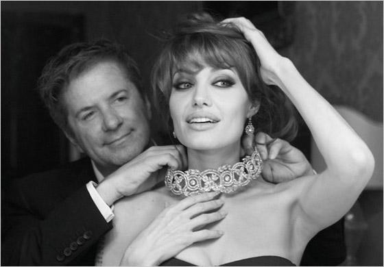 2be76c8c063e Kolekcia šperkov Angeliny Jolie je určená pre získanie finančných  prostriedkov pre vzdelávanie detí v krajinách s